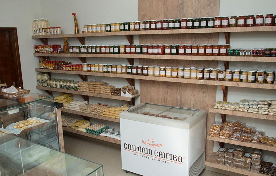 dc4ece496 Aqui no Empório Caipira, você encontra uma grande variedade de queijos  mineiros. Tem queijo com leite cru e coalho, queijos trança, requeijão de  corte e o ...